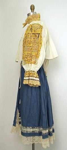 pravý piešťanský kroj European Clothing, Folk Clothing, Historical Clothing, Folk Costume, Costumes, Ethnic Fashion, Plus Fashion, Kaftan, Russia