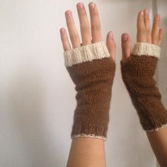 Stickade handledsvärmar av Anna på Tistledrake Fingerless Gloves, Arm Warmers, Anna, Instagram Posts, Fashion, La Mode, Fingerless Mitts, Moda, Fingerless Mittens