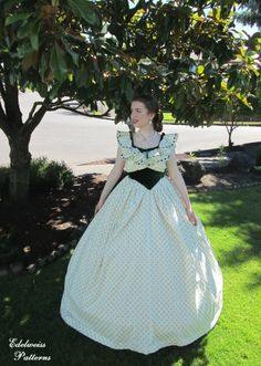 Scarlett O& Ballgown Part 2 - At the Civil War Ball . Old Fashion Dresses, Elegant Ball Gowns, Scarlett O'hara, Beautiful Outfits, War, Costumes, Sewing, Celebrities, Pretty