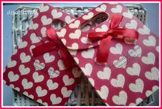 Paquetes rojos con corazones (precio: 1 euro, la unidad) pedidos: ettura@yahoo.es