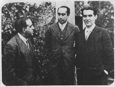 Lorca posa para la escritora francesa, con Marañón y el capitán Iglesias.