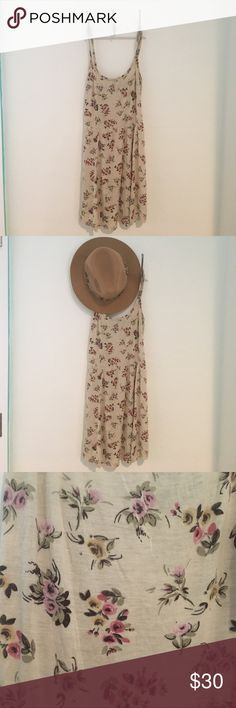 Brandy Melville Nora Dress This simple cream floral flowy summer dress is perfect for the summer days. Wore no more then three times. It's super adorable! :) Brandy Melville Dresses Mini