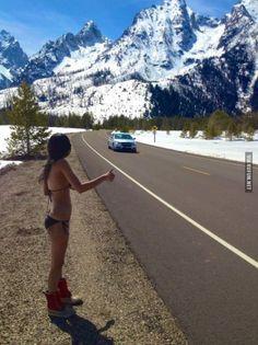 Девушка голосует у дороги
