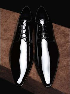 Tuxedo is the classic attire for men and it represents style, class, elegance and personality. There are set rules for wearing a tuxedo and it is important to get them straight. Me Too Shoes, Men's Shoes, Shoe Boots, Shoes Men, Fashion Shoes, Mens Fashion, Leather Fashion, Gentleman Shoes, Leather Dress Shoes