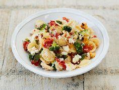 Jamies orecchiette en broccoli met ricotta & tomaat met verse oregano & chili