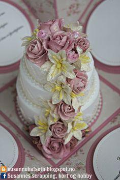 Hei hei :)     I kveld vil jeg vise dere en bryllupsboks / eksplosjonsboks med kake inni jeg laget på bestilling tidligere i sommer :...