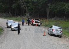 El siniestro se produjo este viernes en el kilómetro 27 del camino que conduce a la zona de Puerto Almanza, donde tuvo el siniestro un Chevrolet Sonic con tres personas de Río Grande a bordo.
