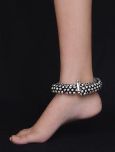 Fashion Anklets Bracelets - Add flare to your style, express your creativity Silver Anklets Designs, Anklet Designs, Gold Earrings Designs, Silver Earrings, Silver Bracelets, Payal Designs Silver, Ring Designs, Silver Payal, Silver Jewellery Indian