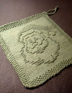 Free knitting pattern for Santa dishcloth and more holiday decoration knitting patterns