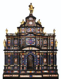 Exceptionnel cabinet en pierres dures, ébène, bronze doré et argent, travail romain, vers 1620, provenant du pape Paul V Borghèse, puis du roi George IV