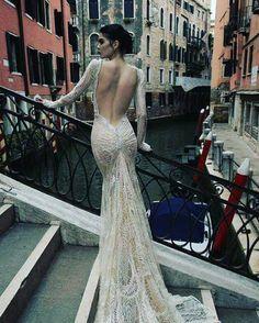 ~ classic beauty | Inbal Dror #events #eventplanner #wedding #weddingplanner #bride #bridal #weddingdress #couture #hautecouture #detail #design #designer #beautiful #classic #feminine #allure #gorgeous #gettingmarried #weddingday #bridetobe #weddingphoto #weddingphotography #bridalfashion #instadaily #instabeauty #instadesign http://gelinshop.com/ipost/1520192725238963097/?code=BUYzzqyAFuZ