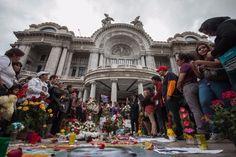 Miles acuden a Bellas Artes para decir adiós a Juan Gabriel