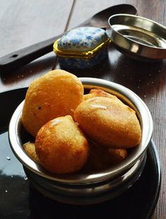 Instant snack, with semolina a deep fried recipe. We usually make it along with regular breakfast, for the guests. These sweet balls has crunchy outer layer and super soft inside.Rava Sweet Paniyaram Recipe, My favorite