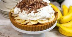Banoffee pite, azaz karamellás-banános habos pite recept képpel. Hozzávalók és az elkészítés részletes leírása. A banoffee pite, azaz karamellás-banános habos pite elkészítési ideje: 40 perc