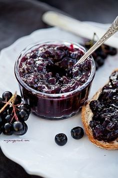 aronia and raspberry jam Merry Berry, Clean Eating For Beginners, Blueberry Jam, Portuguese Recipes, Portuguese Food, Polish Recipes, Jam Recipes, Acai Bowl, Cupcake Cakes