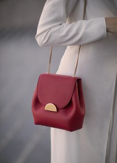 Find tips and tricks, amazing ideas for Burberry handbags. Discover and try out new things about Burberry handbags site Latest Handbags, Popular Handbags, Cute Handbags, Fashion Handbags, Purses And Handbags, Fashion Bags, Cheap Handbags, Handbags Online, Fashion Purses