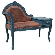 Sortie d'atelier : Voici LOULOU, charmant meuble téléphone relooké pour devenir un magnifique canapé (de luxe !) pour chien ou chat. En vente sur lafeecaseine.fr - Entièrement peint et patiné à la main avec la chalk paint d'Annie Sloan