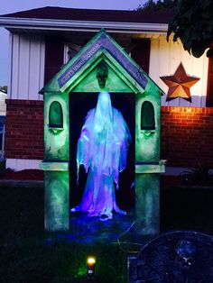 "Vintage Halloween Costumes How to Build Your Own Halloween Mausoleum! - So it may have been years in the making, but we finally did it… We finished our mausoleum for our yard! We planned on this being a multi-part project and thought we'd just ""slap i… Retro Halloween, Halloween Prop, Beetlejuice Halloween, Halloween Outside, Halloween Graveyard, Modern Halloween, Scary Halloween Decorations, Halloween Haunted Houses, Outdoor Halloween"