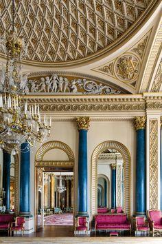Inside Buckingham Palace's Resplendent, Never-Before-Seen Rooms - Vogue Classic Interior, Luxury Interior, Buckingham Palace London, Buckingham House, Buckingham Palace Gardens, Palace Interior, Royal Residence, Deco Boheme, Windsor Castle