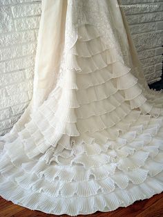 beautiful fishtail design, in love with that pleated trim, need to find some!