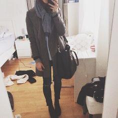 m0851 | Selfie with casual leather handbag | www.m0851.com