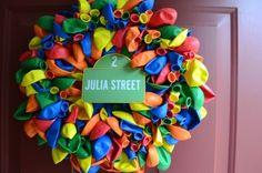 Balloon Wreath for a Sesame Street party #balloonwreath #sesamestreet