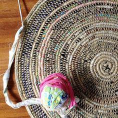 Rag rug diy coil crochet scrap fabric rug free tutorial from my poppet makes diy rag . Crochet Diy, Mode Crochet, Crochet Crafts, Crochet Projects, Crochet Fabric, Crochet Rag Rugs, Scrap Crochet, Doilies Crochet, Crochet Skirts
