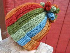 Ideas Creativas y Practicas: Gorro divertido y moderno con espirales en Crochet Crafts Crochet Kids Hats, Crochet Cap, Crochet Beanie, Crochet Crafts, Yarn Crafts, Crochet Projects, Sewing Crafts, Knitted Hats, Diy Crafts For Teen Girls