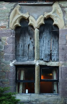 ...striking window on side of a pub, Rose and Crown, Ludlow...