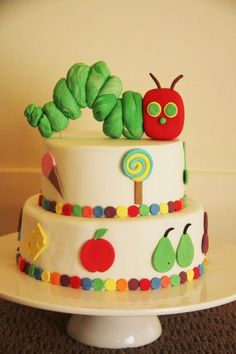 the very hungry caterpillar cake topper tutorial by Bronnie Bakes party-ideas Cake Topper Tutorial, Cake Toppers, Fondant Tutorial, Fancy Cakes, Cute Cakes, Beautiful Cakes, Amazing Cakes, Hungry Caterpillar Cake, Caterpillar Recipe
