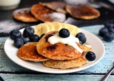 This zabpehely palacsinta banana blueberry recipe for a quick, healthy and delicious breakfast dessert! yogurt (can be replaced g. Diabetic Recipes, Cooking Recipes, Healthy Recipes, Hungarian Recipes, Blueberry Recipes, Breakfast Dessert, Kefir, Food Print, Kids Meals