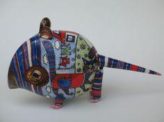 Полосатая Мышь с котом Мягкий фарфор. Шликерное литьё, лепка, роспись надглазурными красками по глазури, золотой люстр