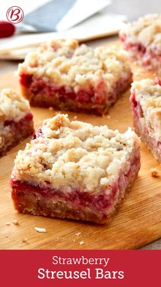 dessert bars This sweet streusel-topped strawberry cookie bar is the perfect treat for summertime. Strawberry Bars, Strawberry Dessert Recipes, Strawberry Cookies, Desserts With Strawberries, Strawberry Cheesecake Bars, Strawberry Breakfast, Strawberries And Cream, Köstliche Desserts, Delicious Desserts