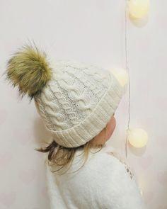Helppo tupsupipo palmikoiden – Nurjia silmukoita Diy And Crafts, Hello Kitty, Winter Hats, Barn, Knitting, Pattern, Handmade, Koti, Villas
