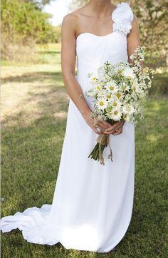 love this - daisy bouquet (minus the burlap..yuck)