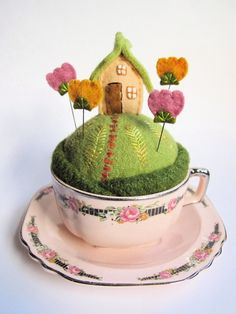 tiny world pin cushion by mimi kirchner she teaches a class on this