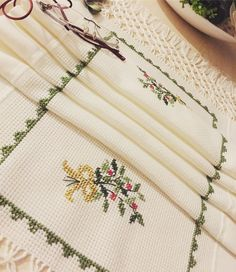 Crewel Embroidery, Embroidery Patterns, Olay, Christmas Time, Cross Stitch, Crochet, Vintage, Cross Stitch Designs, Embroidered Towels