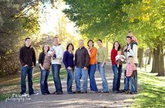 large family picture poses | Large Family Pose | Cute Photography Props and Ideas