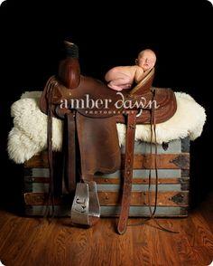 photo idea baby with saddle | Photography | Photo Ideas | Prego, Baby, Kids / Saddle