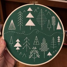 Hand Embroidery Patterns Free, Christmas Embroidery Patterns, Embroidery Sampler, Flower Embroidery Designs, Modern Embroidery, Vintage Embroidery, Diy Embroidery, Embroidery Stitches, Scandinavian Embroidery