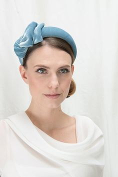 Joanne Edwards Millinery / London based milliner who handcrafts a unique and luxurious range of stylish ladies hats, headpieces and bridal accessories for weddings and race days Millinery Hats, Fascinator Hats, Fascinators, Headpieces, Headband Hairstyles, Down Hairstyles, Hats For Women, Ladies Hats, Diy Accessoires