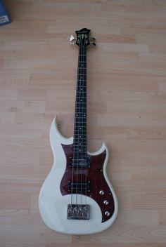 Hagstrom HB4 SS Bass Guitar