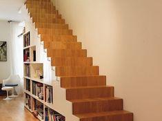 Escalier droit en chene avec bibliotheque