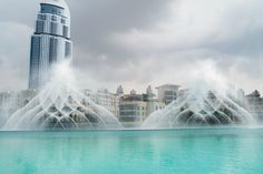 Dubai Fountain, Dubai, UAE نافورة دبي٬ دبي٬ الإمارات www.batuta.com