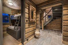 OPPLEV NYE RØROSHYTTA VISNINGSHYTTE!   FINN.no Cabin Interior Design, Interior Decorating, Log Home Interiors, Deco Nature, Wooden House, Log Homes, House Ideas, Bedroom Decor, Elevated Bed