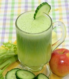 Cucumber Apple and Ginger Juice. Cucumber Apple Celery and Ginger Juice for smooth skin and strong hair. Cucumber Juice Benefits, Cucumber Detox Water, Juicing Benefits, Health Benefits, Cucumber Drink, Health Tips, Healthy Juice Recipes, Healthy Juices, Healthy Drinks