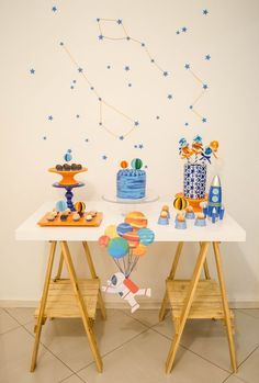 Astronauta colorful v red - Red Things Baby Boy 1st Birthday, Birthday Table, Space Party, Space Theme, Party In A Box, Baby Party, Childrens Party, Birthday Decorations, Party Themes