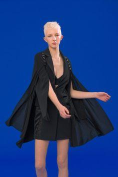Antonio Berardi Resort 2020 Fashion Show Cruise Fashion, Fashion 2020, Daily Fashion, Fashion Show, Fashion Trends, Fashion Ideas, Vogue Paris, Antonio Berardi, Catherine Baba