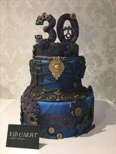 Kim cake: queen of steam punk Gothic Cake, Sugar Art, Steampunk, Decorative Boxes, Red Carpet, Desserts, Queen, Cakes, Design