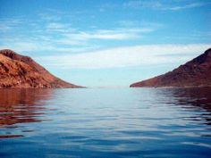 A narrow isthmus separates Isla Partida (on the left) from its southern neighbour Isla Espiritu Santo.  Near La Paz, Baja California Sur, Mexico. Blog: http://bajabybus.com/blog/item/24-espiritu-santo-la-paz